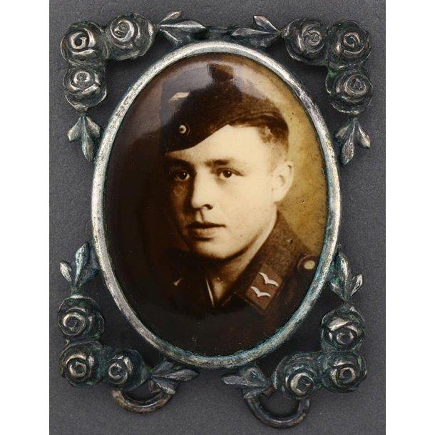 Framed sweetheart Luftwaffe portrait