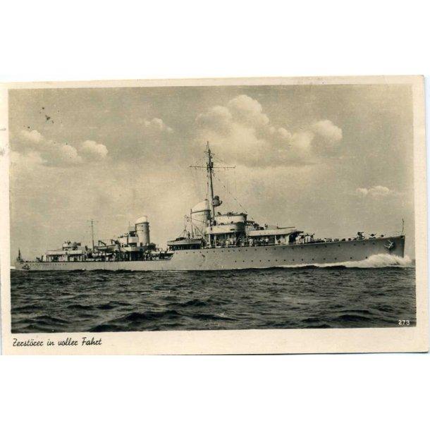 Kriegsmarine Destroyer in high speed