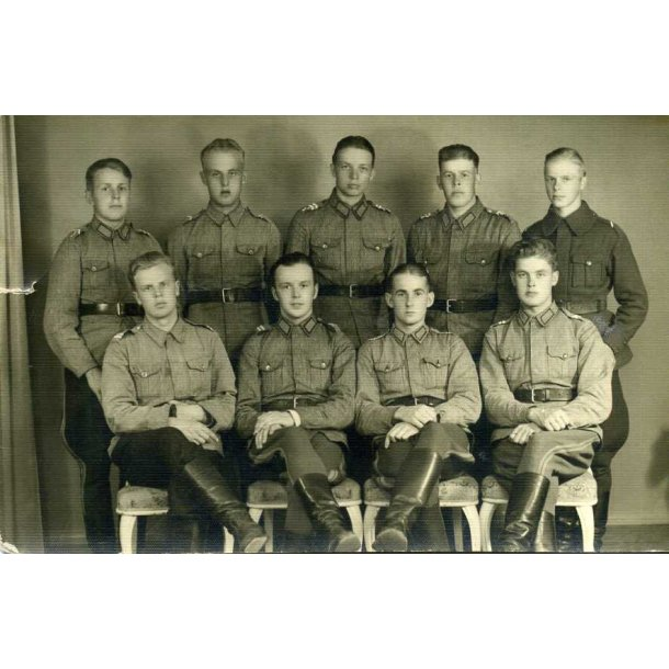 Finnish photo of nine soldiers