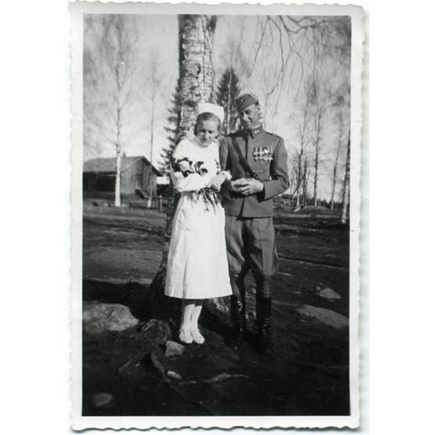 Finnish photo of Lieutenant-Colonel and his wife